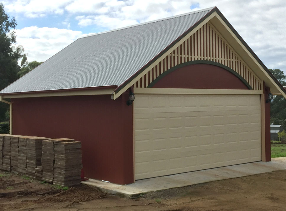 Insulspan Roofing Panels and Panelspan structural insulated wall panels (SIPS) used on workshop garage project.